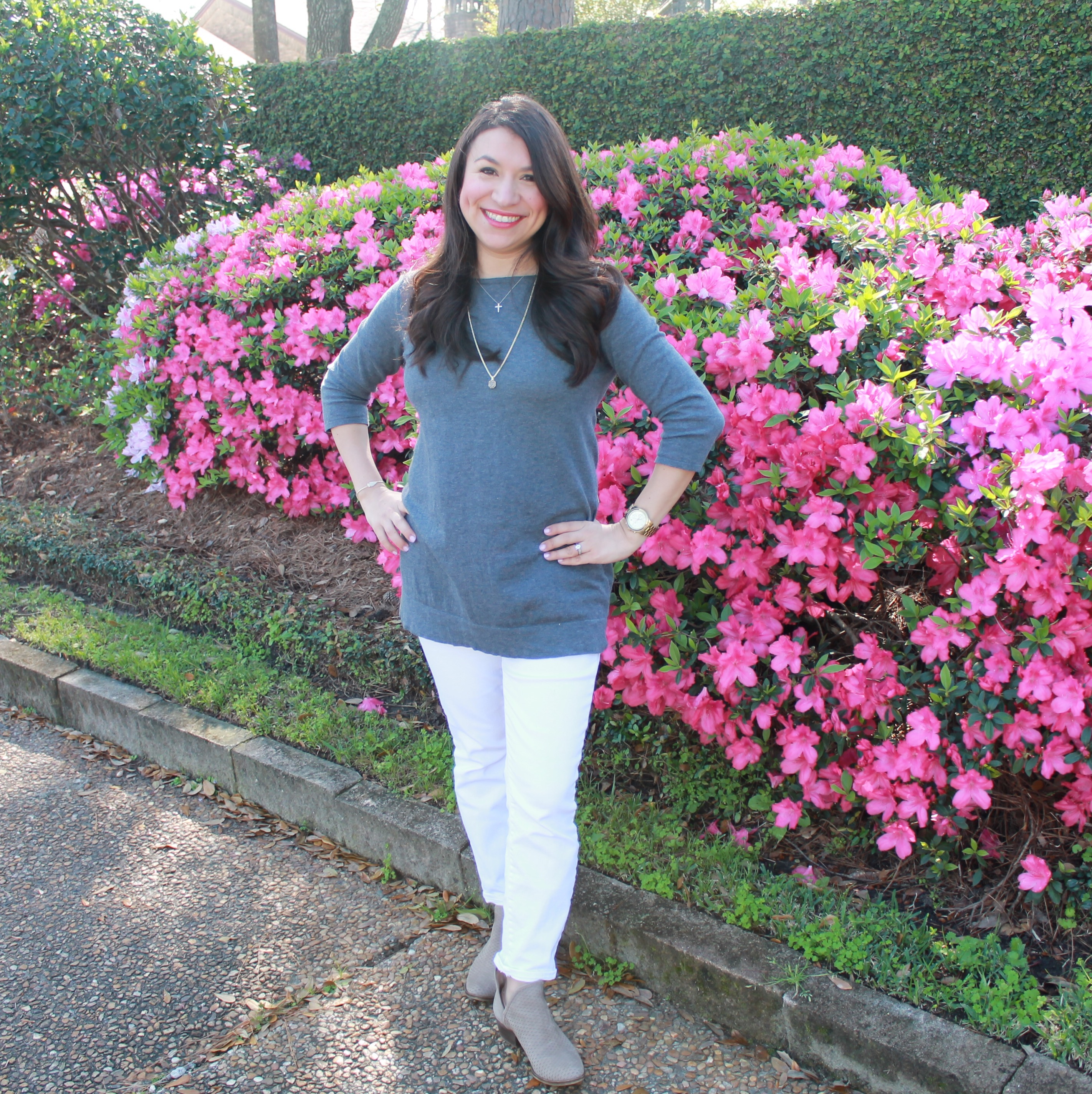Spring Fashion: How to style a gray tunic with white jeans.