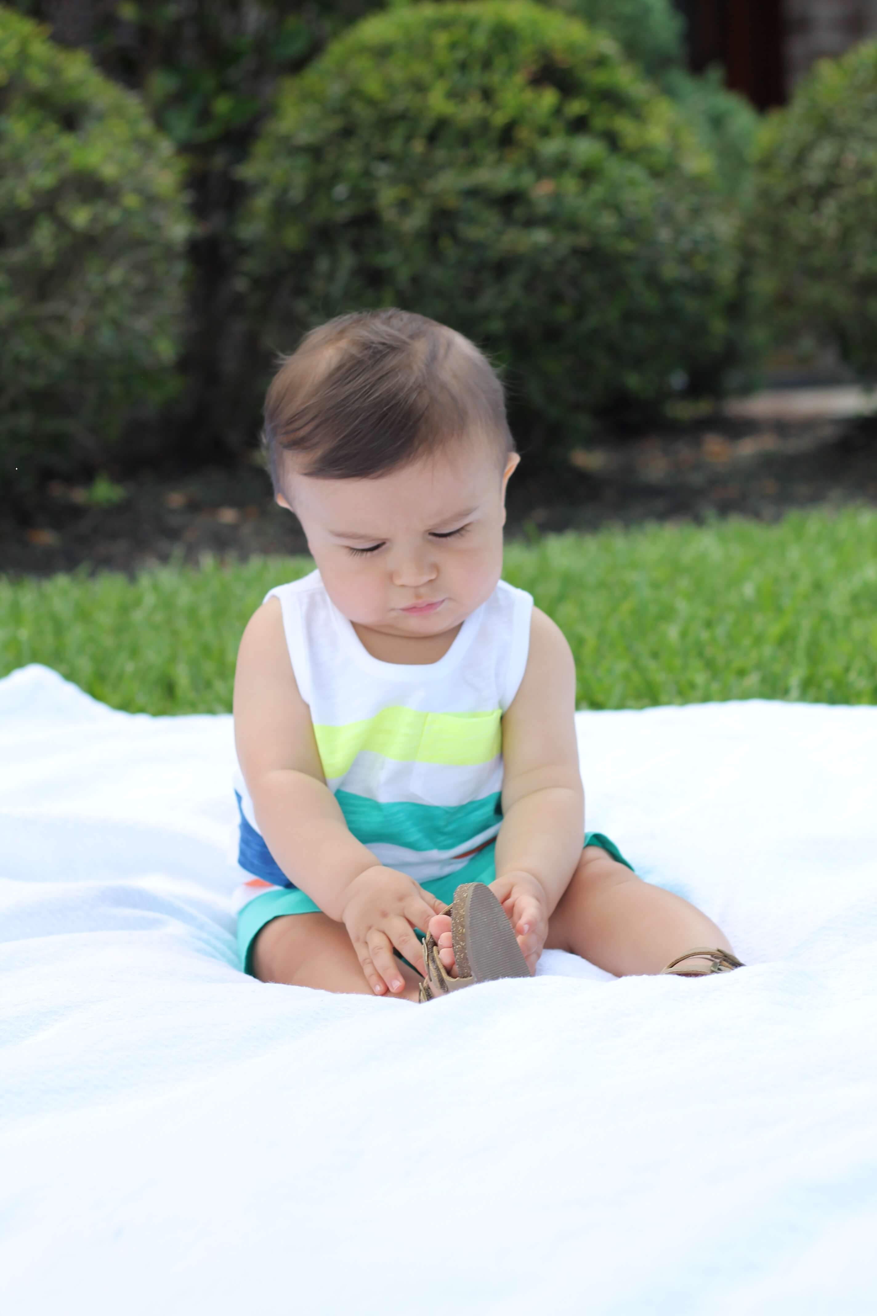 The ultimate guide to baby clothes for your baby's first year. What you really need and how much. #lovecarters (AD)
