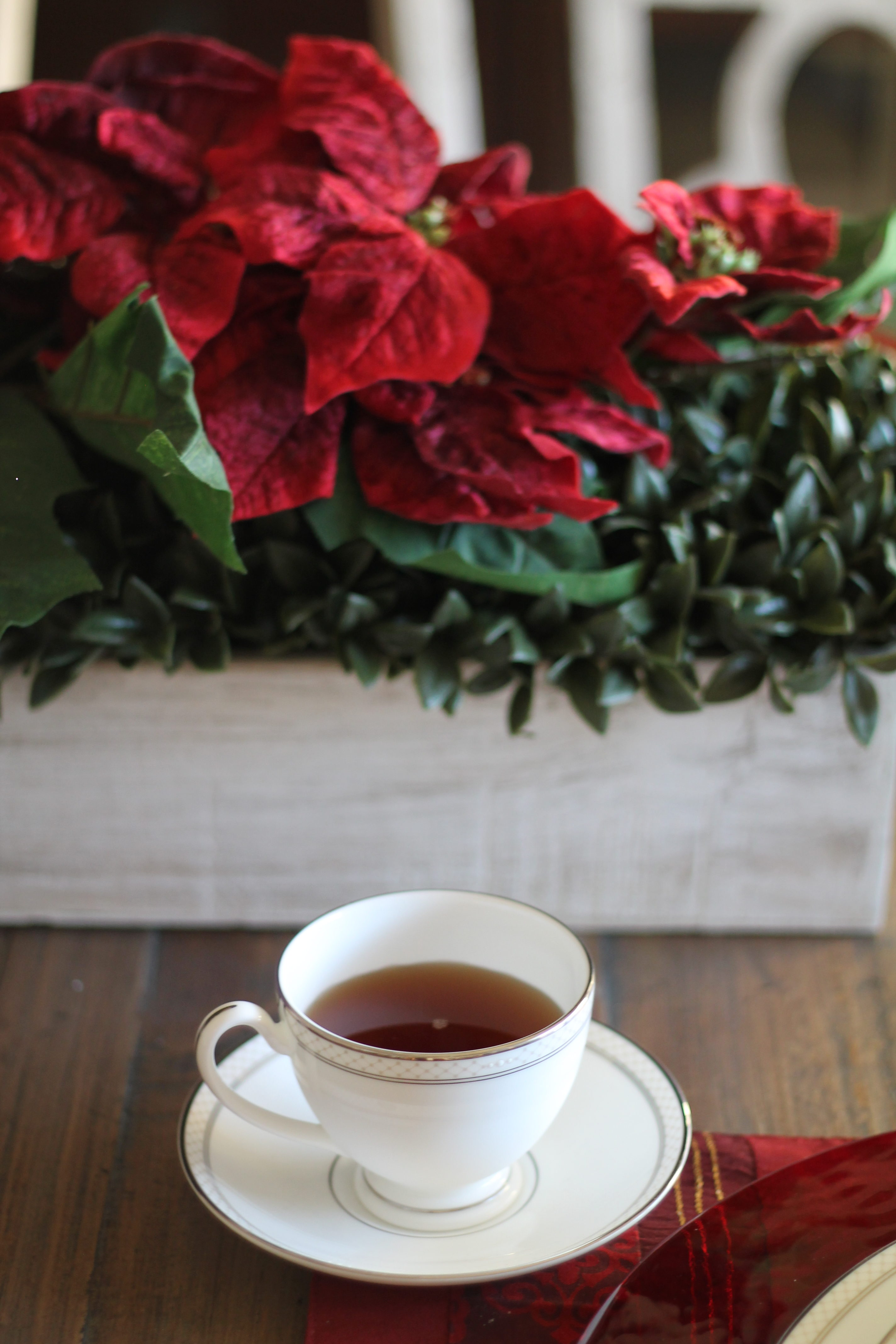 Hostess Tips for the Holidays :: How to stress less and enjoy the holidays more! You also can't miss this hot Milo's Tea with cranberries and cinnamon, apple juice and cranberry juice. So yummy! AD #passthemilos #hotapplecidertea
